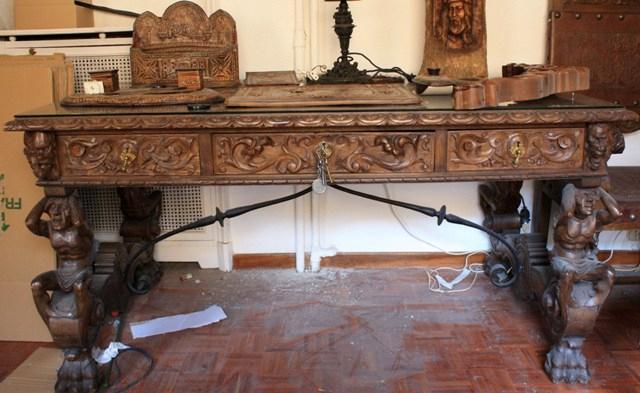 Conjunto de mesa de despacho madera tallada restauracion for Nombres de muebles antiguos