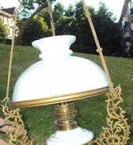 Vendo làmpara de bronce y porcelana antiquisima del estilo quinquè